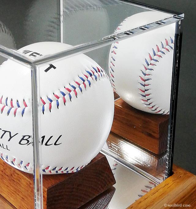 野球ボールケース木製/UVカット 背面ミラーのアップ